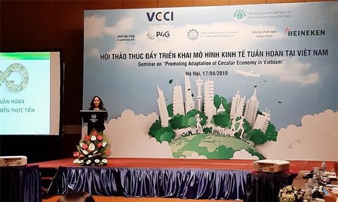 Bà Lê Thị Ngọc Mỹ chia sẻ tại hội thảo