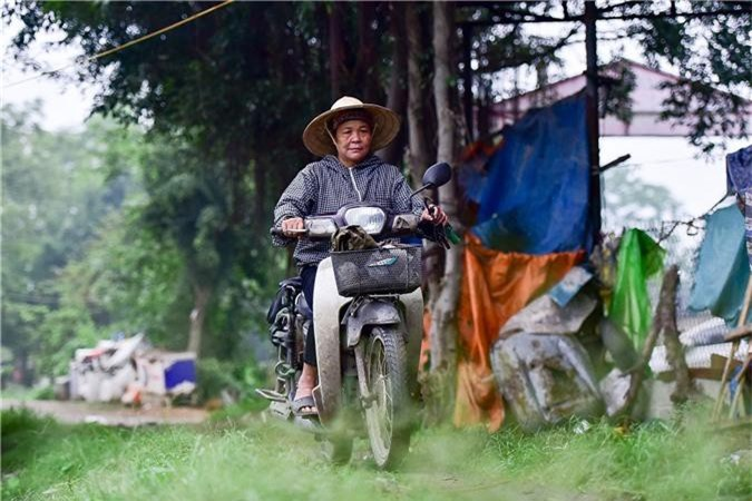 Gặp người phụ nữ hơn 35 năm hái lá chuối mưu sinh - 2