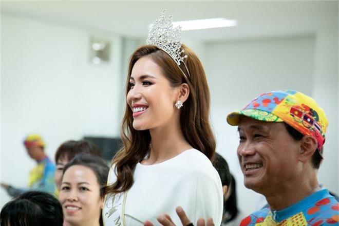 Minh Tú thay đổi phong cách liên tục, gây ấn tượng với bạn bè quốc tế khi tham dự chuỗi sự kiện tại Đà Nẵng - Ảnh 3.