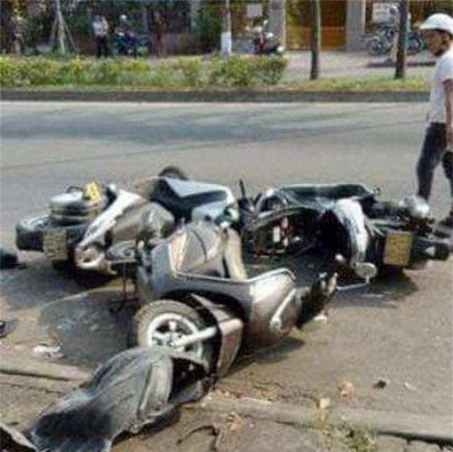 Dừng mua nước mía, 3 phụ nữ bị ô tô tông nhập viện - 1