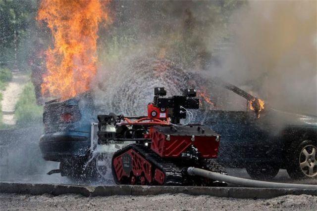 Robot cứu hỏa Colossus (Ảnh: AFP)