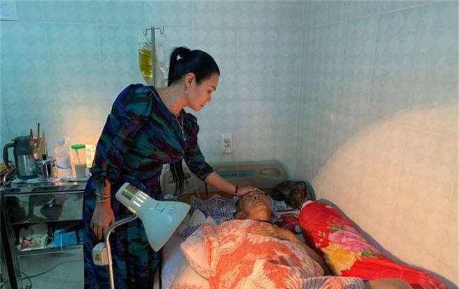 Cát Phượng kể câu chuyện xót xa sau khi vào viện thăm nghệ sĩ Lê Bình: Miệng anh cười nhưng nước mắt anh chảy - Ảnh 3.