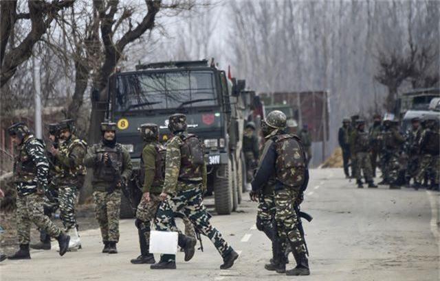 Ấn Độ tịch thu lô vũ khí do Trung Quốc sản xuất tại điểm nóng Kashmir - 1
