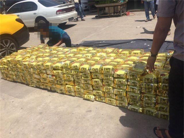 Camera phát hiện chiếc xe tải bất thường chở hơn 1,2 tấn ma tuý