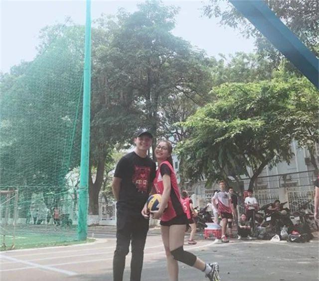 Quang Hải âm thầm cổ vũ bạn gái hot girl sau hàng loạt scandal cô gặp phải - 2