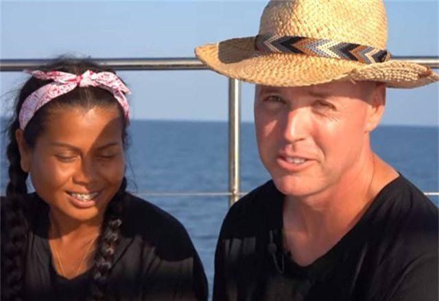 Thái Lan kêu gọi cặp đôi xây nhà nổi giữa biển ra đầu thú - 1