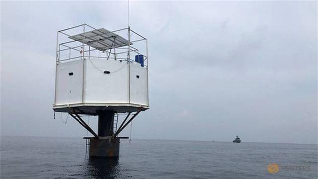 Thái Lan kêu gọi cặp đôi xây nhà nổi giữa biển ra đầu thú - 2