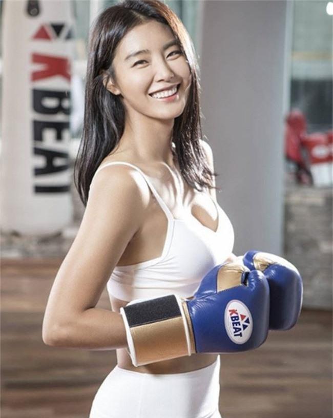 """""""Cô dâu vàng"""" Lee Young Ah cùng dàn sao của Hàn Quốc đổ bộ tới Việt Nam - Ảnh 2."""