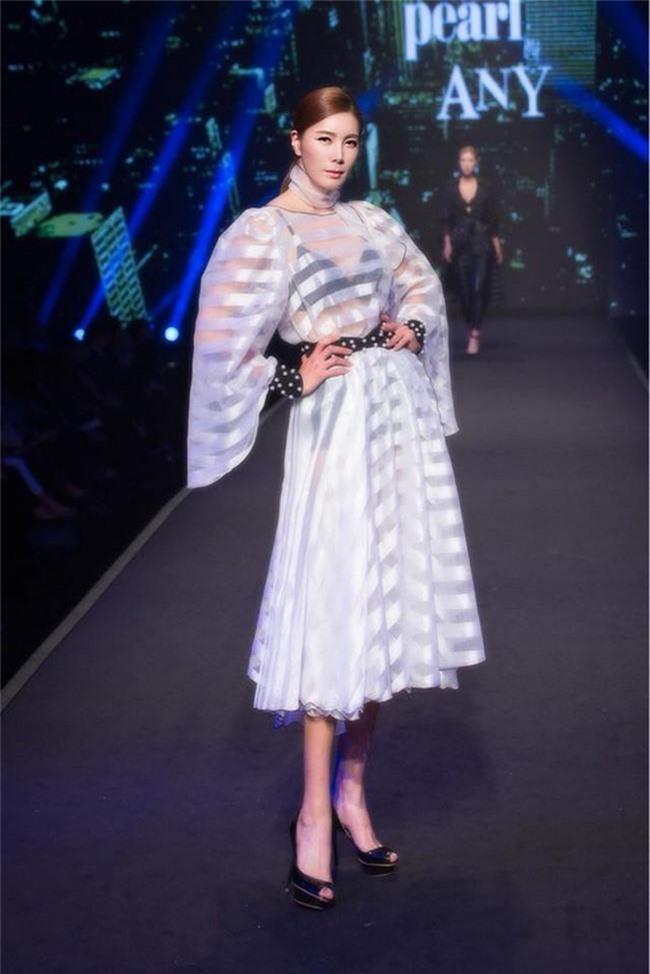 """""""Cô dâu vàng"""" Lee Young Ah cùng dàn sao của Hàn Quốc đổ bộ tới Việt Nam - Ảnh 5."""