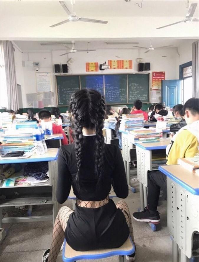 Mặc áo ngắn cũn cỡn, nhóm nữ sinh khiến ai nhìn cũng ngán ngẩm với kiểu thời trang phang trường học-2