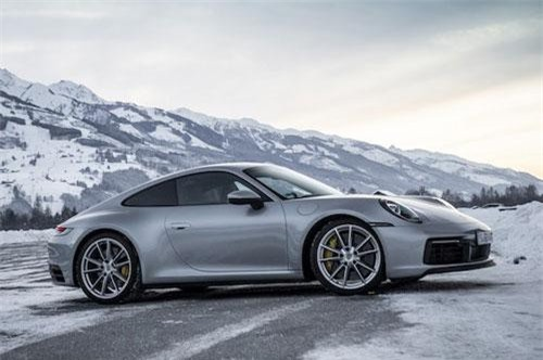 1. Porsche 911 Carrera 4S.