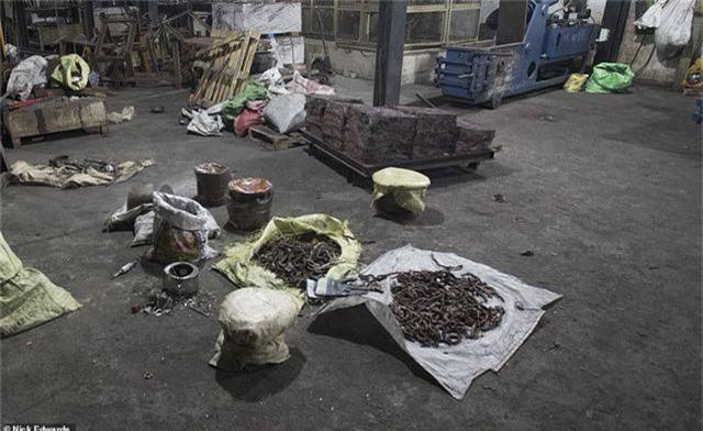 Bên trong cơ sở chế tạo bom mẹ của quỷ Satan dùng trong vụ khủng bố Sri Lanka - 1