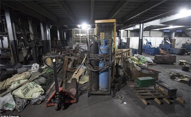 Bên trong cơ sở chế tạo bom mẹ của quỷ Satan dùng trong vụ khủng bố Sri Lanka - 2