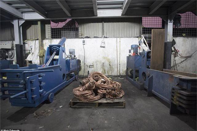 Bên trong cơ sở chế tạo bom mẹ của quỷ Satan dùng trong vụ khủng bố Sri Lanka - 3