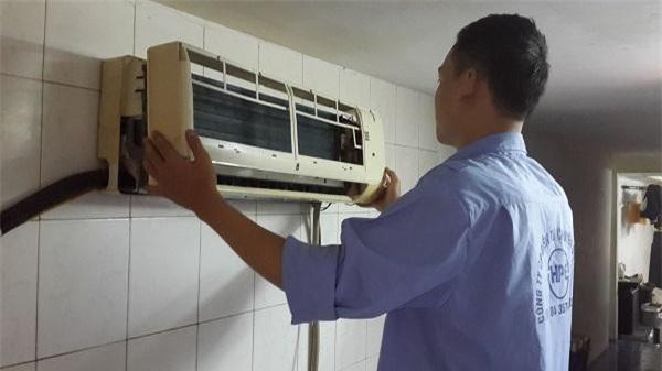Trước nhu cầu ngày càng nhiều của người dân, giá cho thuê máy lạnh tại nhiều cửa hàng cũng khác nhau (Ảnh: TM)