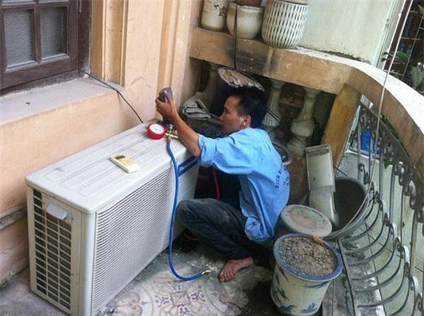 Để tiết kiệm chi phí, nhiều gia đình ở Sài Gòn chọn thuê máy lạnh trong mùa nắng nóng (Ảnh: TM)