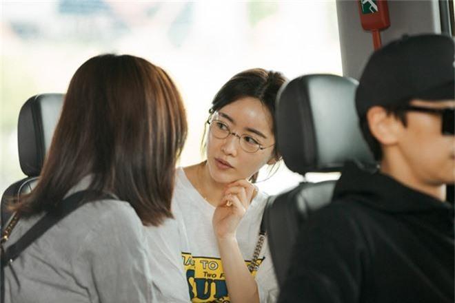 Phạm Băng Băng xứ Hàn mặt mộc quá đỉnh, cặp đôi tài tử Jumong vừa chia tay đã sóng đôi tại sân bay Tân Sơn Nhất - Ảnh 2.