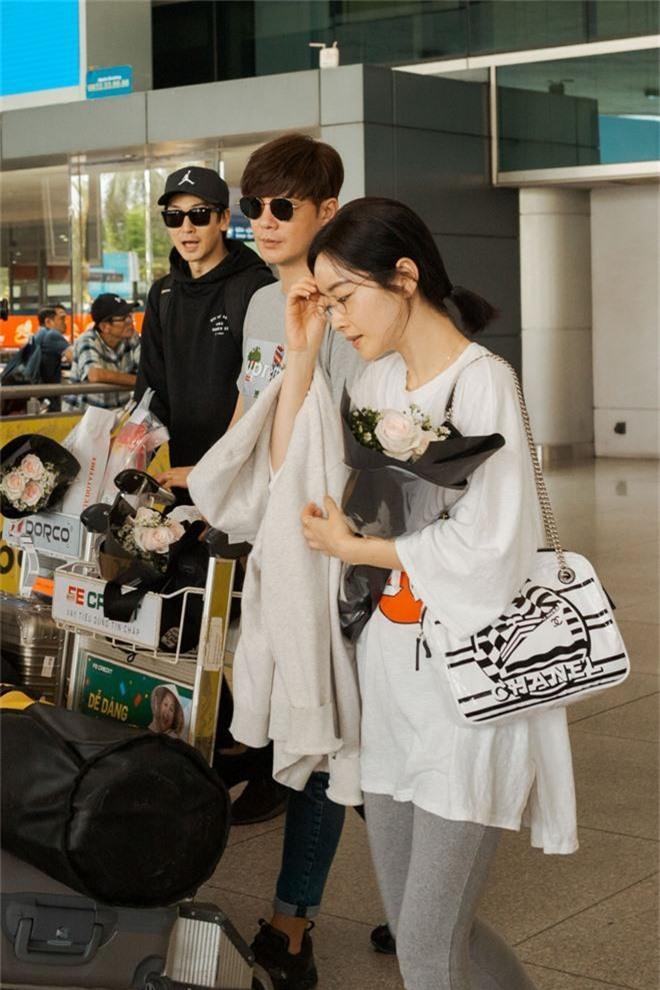 Phạm Băng Băng xứ Hàn mặt mộc quá đỉnh, cặp đôi tài tử Jumong vừa chia tay đã sóng đôi tại sân bay Tân Sơn Nhất - Ảnh 3.