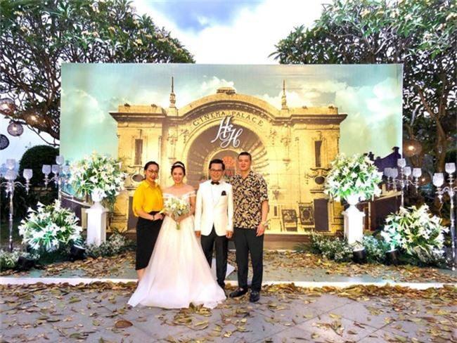 Kết hôn ở tuổi 46, NSND Trung Hiếu một lần chơi lớn, biến đám cưới lần 3 tại Hà Nội thành Đại hội Hội Nghệ sĩ sân khấu Việt Nam - Ảnh 1.