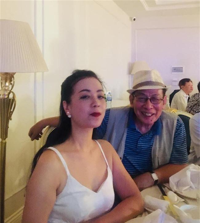 Kết hôn ở tuổi 46, NSND Trung Hiếu một lần chơi lớn, biến đám cưới lần 3 tại Hà Nội thành Đại hội Hội Nghệ sĩ sân khấu Việt Nam - Ảnh 12.