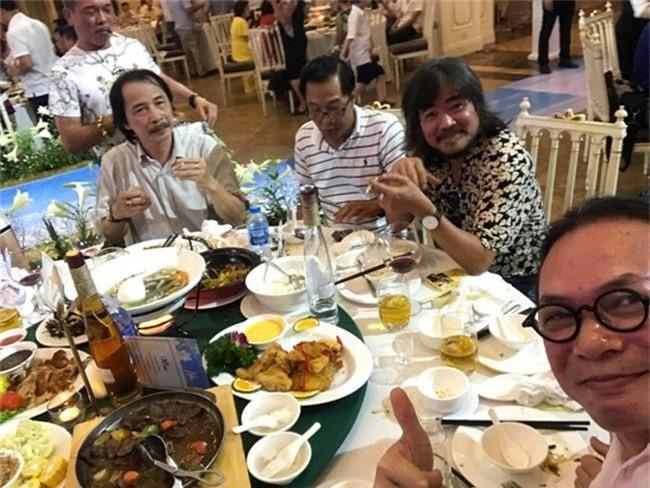 Kết hôn ở tuổi 46, NSND Trung Hiếu một lần chơi lớn, biến đám cưới lần 3 tại Hà Nội thành Đại hội Hội Nghệ sĩ sân khấu Việt Nam - Ảnh 15.