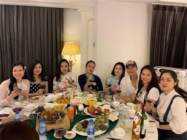 Kết hôn ở tuổi 46, NSND Trung Hiếu một lần chơi lớn, biến đám cưới lần 3 tại Hà Nội thành Đại hội Hội Nghệ sĩ sân khấu Việt Nam - Ảnh 18.