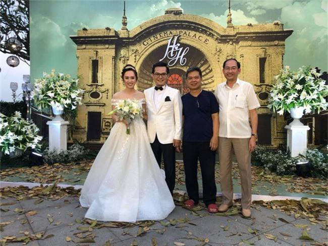 Kết hôn ở tuổi 46, NSND Trung Hiếu một lần chơi lớn, biến đám cưới lần 3 tại Hà Nội thành Đại hội Hội Nghệ sĩ sân khấu Việt Nam - Ảnh 19.