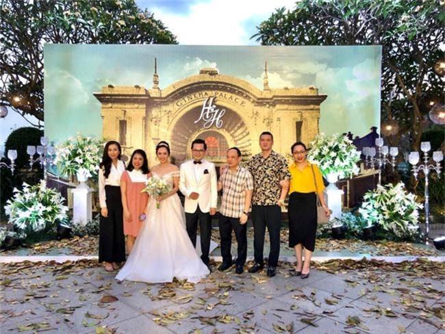 Kết hôn ở tuổi 46, NSND Trung Hiếu một lần chơi lớn, biến đám cưới lần 3 tại Hà Nội thành Đại hội Hội Nghệ sĩ sân khấu Việt Nam - Ảnh 2.