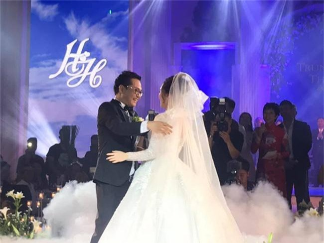 Kết hôn ở tuổi 46, NSND Trung Hiếu một lần chơi lớn, biến đám cưới lần 3 tại Hà Nội thành Đại hội Hội Nghệ sĩ sân khấu Việt Nam - Ảnh 22.