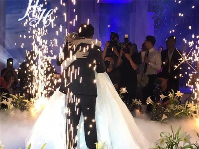 Kết hôn ở tuổi 46, NSND Trung Hiếu một lần chơi lớn, biến đám cưới lần 3 tại Hà Nội thành Đại hội Hội Nghệ sĩ sân khấu Việt Nam - Ảnh 24.