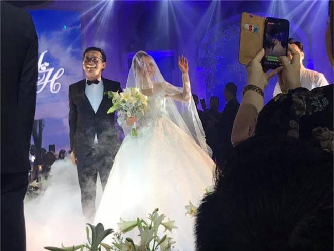 Kết hôn ở tuổi 46, NSND Trung Hiếu một lần chơi lớn, biến đám cưới lần 3 tại Hà Nội thành Đại hội Hội Nghệ sĩ sân khấu Việt Nam - Ảnh 25.