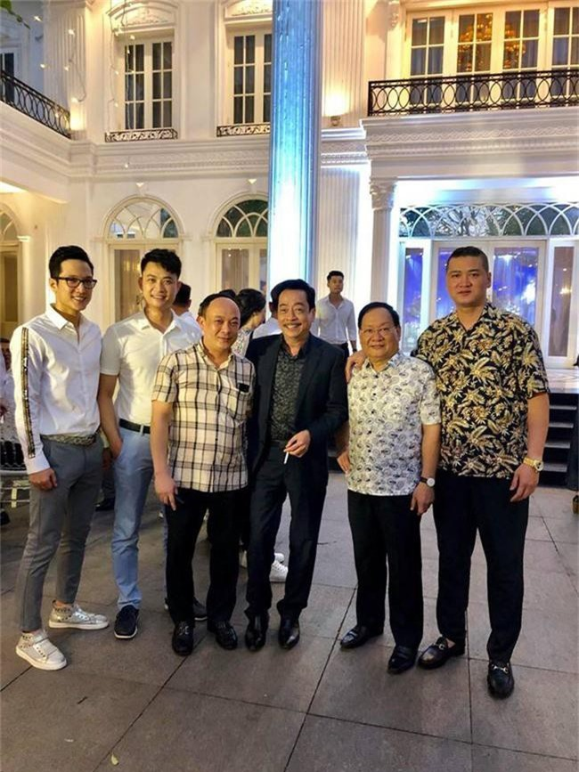 Kết hôn ở tuổi 46, NSND Trung Hiếu một lần chơi lớn, biến đám cưới lần 3 tại Hà Nội thành Đại hội Hội Nghệ sĩ sân khấu Việt Nam - Ảnh 28.