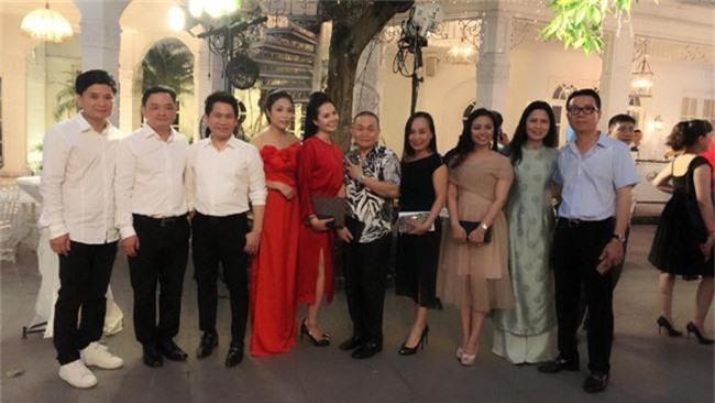 Kết hôn ở tuổi 46, NSND Trung Hiếu một lần chơi lớn, biến đám cưới lần 3 tại Hà Nội thành Đại hội Hội Nghệ sĩ sân khấu Việt Nam - Ảnh 5.