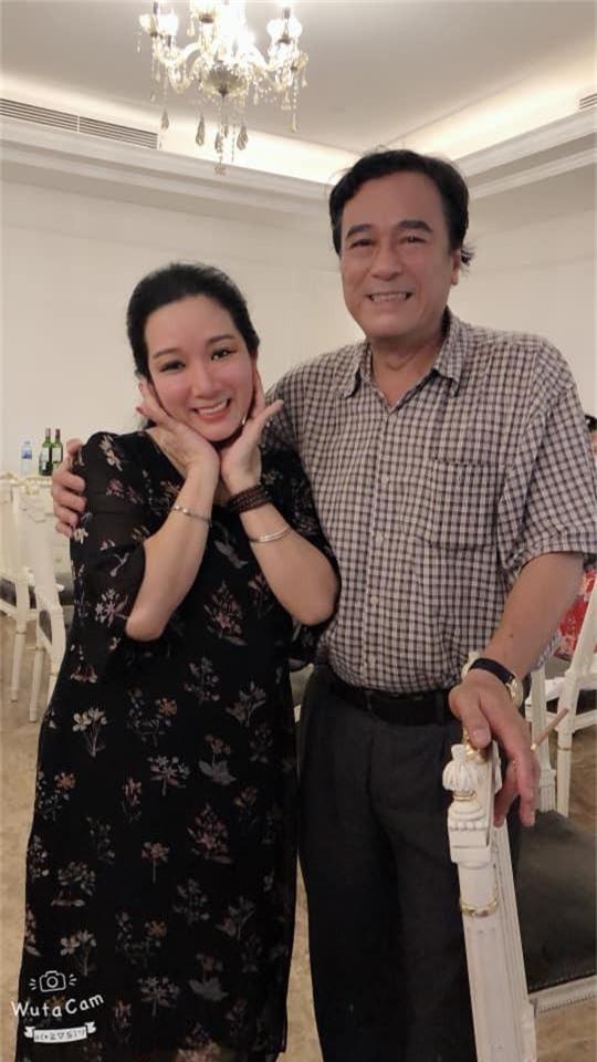 Kết hôn ở tuổi 46, NSND Trung Hiếu một lần chơi lớn, biến đám cưới lần 3 tại Hà Nội thành Đại hội Hội Nghệ sĩ sân khấu Việt Nam - Ảnh 6.