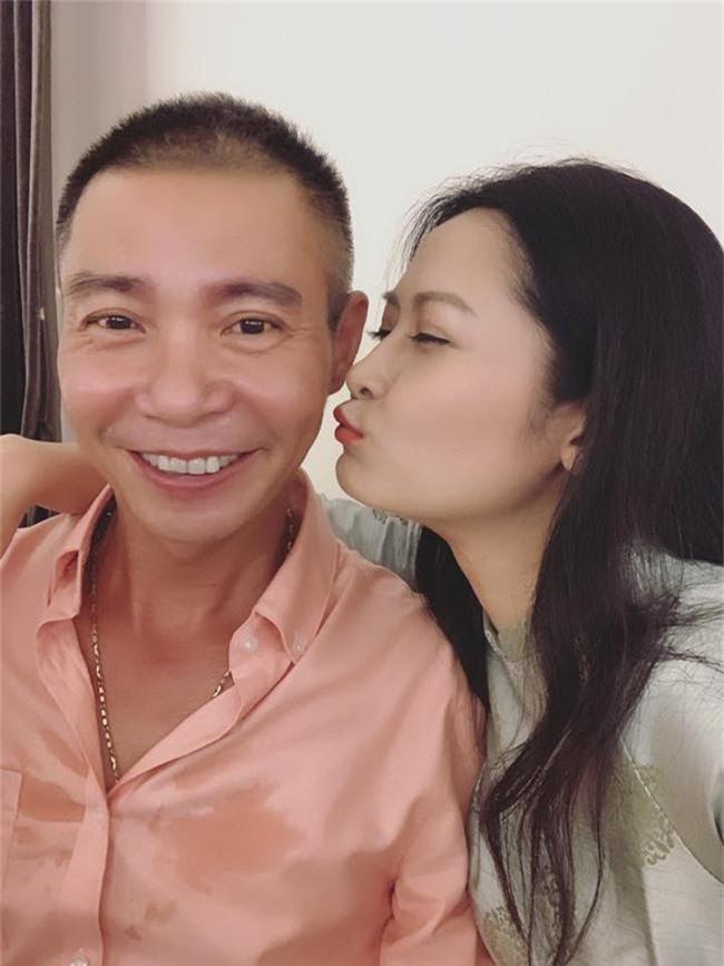 Kết hôn ở tuổi 46, NSND Trung Hiếu một lần chơi lớn, biến đám cưới lần 3 tại Hà Nội thành Đại hội Hội Nghệ sĩ sân khấu Việt Nam - Ảnh 8.
