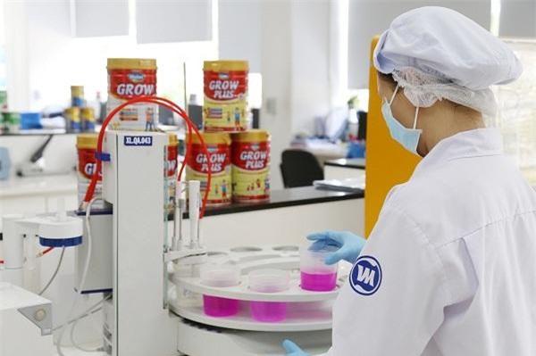 Đầu tư vào R&D và kiểm soát chất lượng giúp các sản phẩm sữa bột của Vinamilk đáp ứng được các tiêu chuẩn chất lượng trong nước và cả xuất khẩu