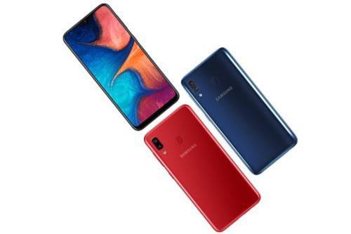 Tại thị trường Việt Nam, Samsung Galaxy A20 có 3 màu đen thiên thạch, xanh đại dương và đỏ ruby. Máy được lên kệ từ ngày 25/3 với giá 4,19 triệu đồng.
