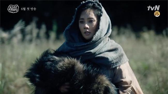 Bom tấn truyền hình của Song Joong Ki xác nhận ngày lên sóng, có đến 3 phần phim dài miên man - Ảnh 6.