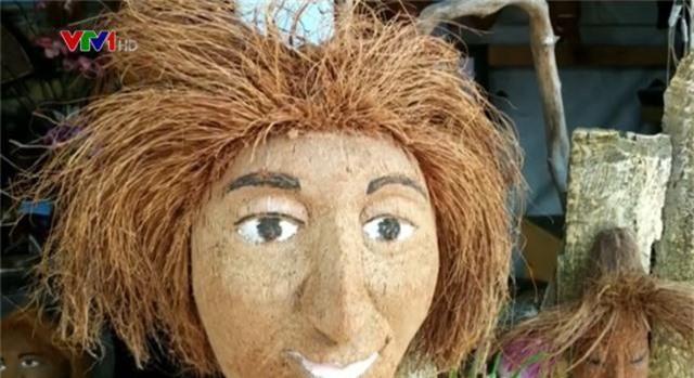 Độc đáo nghệ thuật điêu khắc trên quả dừa khô - Ảnh 2.