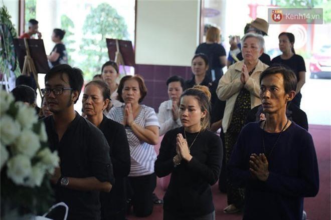 NSƯT Mỹ Uyên, Ốc Thanh Vân và nhiều đồng nghiệp đến viếng đám tang cố nghệ sĩ Lê Bình - Ảnh 3.