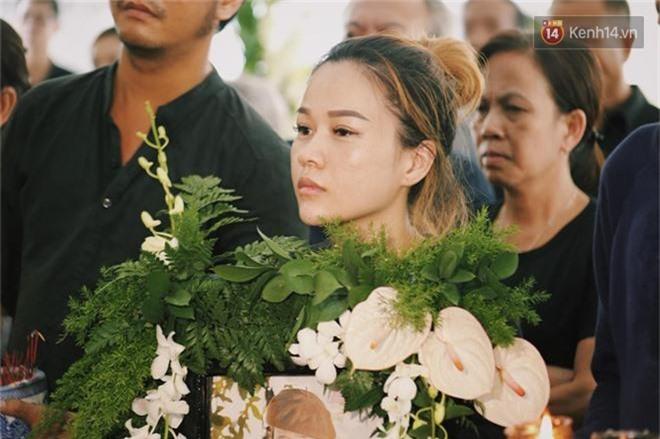 NSƯT Mỹ Uyên, Ốc Thanh Vân và nhiều đồng nghiệp đến viếng đám tang cố nghệ sĩ Lê Bình - Ảnh 4.