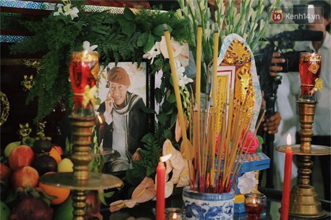 NSƯT Mỹ Uyên, Ốc Thanh Vân và nhiều đồng nghiệp đến viếng đám tang cố nghệ sĩ Lê Bình - Ảnh 5.