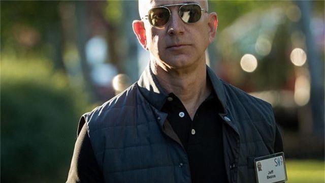 Chi 1,6 triệu USD/năm để lắp kính chống đạn ở văn phòng của tỷ phú Jeff Bezos - 1