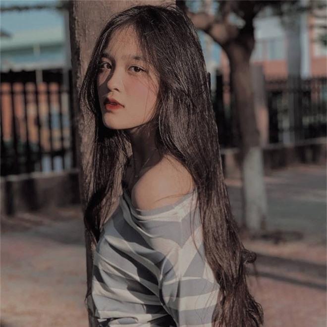 Nữ sinh Đồng Nai nổi như cồn sau một lần bị đăng ảnh trên Facebook, được khen giống Han Sara nhưng dễ thương hơn - Ảnh 2.