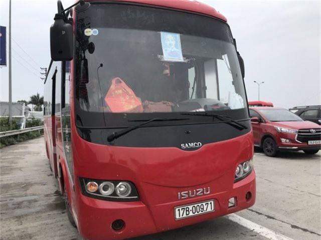 """Xe 45 chỗ """"nhồi nhét"""" 104 người từ Thanh Hóa về Hà Nội sau nghỉ lễ - 2"""