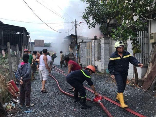 Cháy lớn trong khu dân cư, nhiều người may mắn thoát nạn - 3