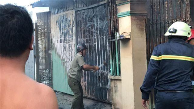 Cháy lớn trong khu dân cư, nhiều người may mắn thoát nạn - 4