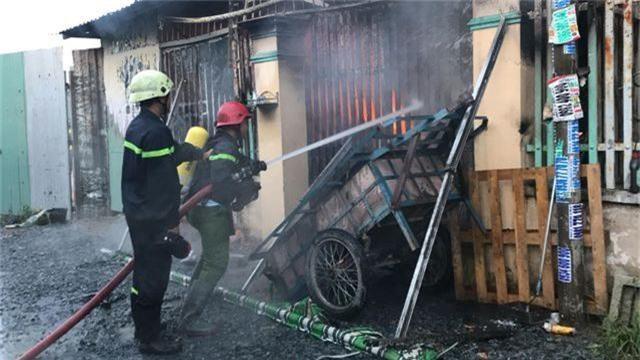 Cháy lớn trong khu dân cư, nhiều người may mắn thoát nạn - 5