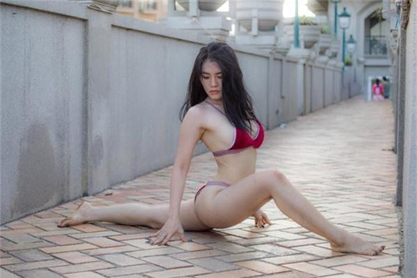 ngay ngat voi bo anh mac bikini tap yoga qua sexy cua co gai bien hoa hinh anh 4