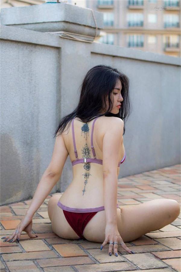 ngay ngat voi bo anh mac bikini tap yoga qua sexy cua co gai bien hoa hinh anh 5